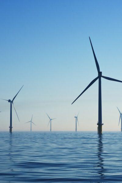 Des éoliennes en mer au Royaume Uni.
